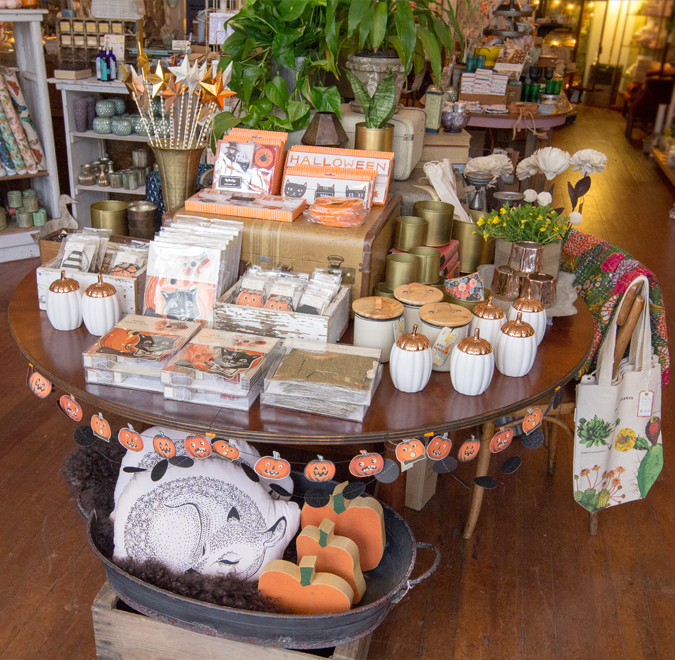 New fall goodies are Here!  We love these new garland sets and have many more to choose from!  Perfect for a few festive pieces for your home or that fun Halloween gathering 🍁🍂